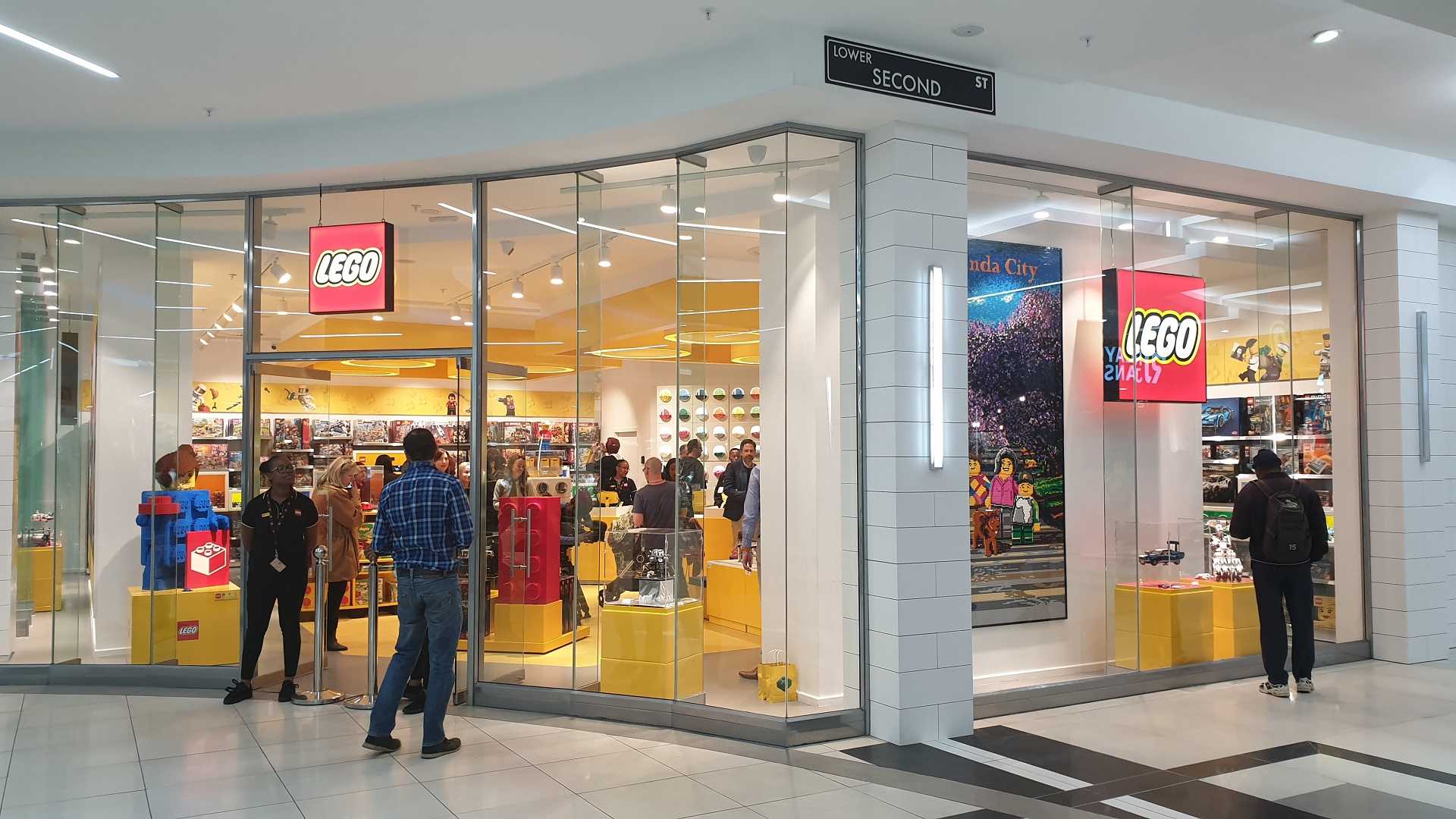 We've visited South Africa's newest official LEGO Store ...